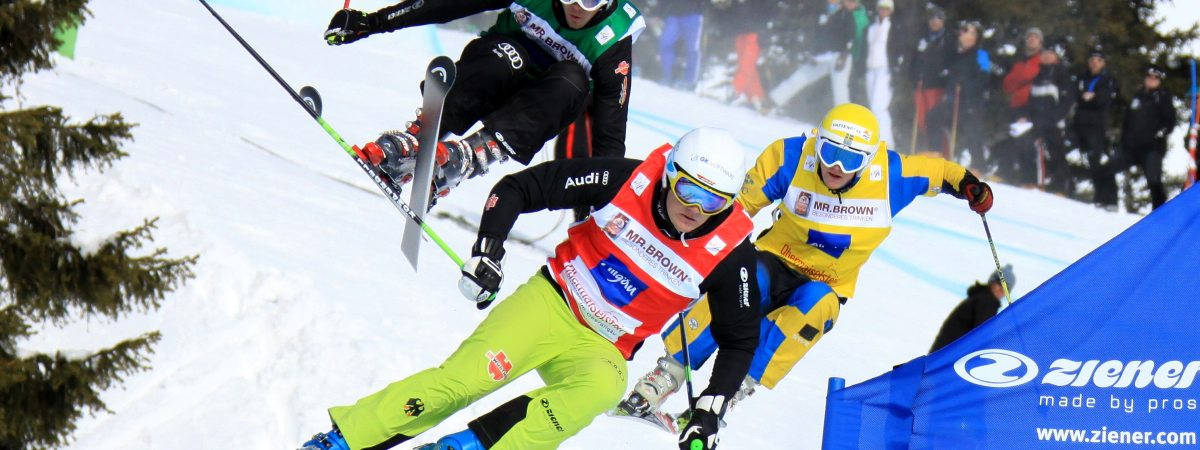 Positionskampf beim Ski Cross