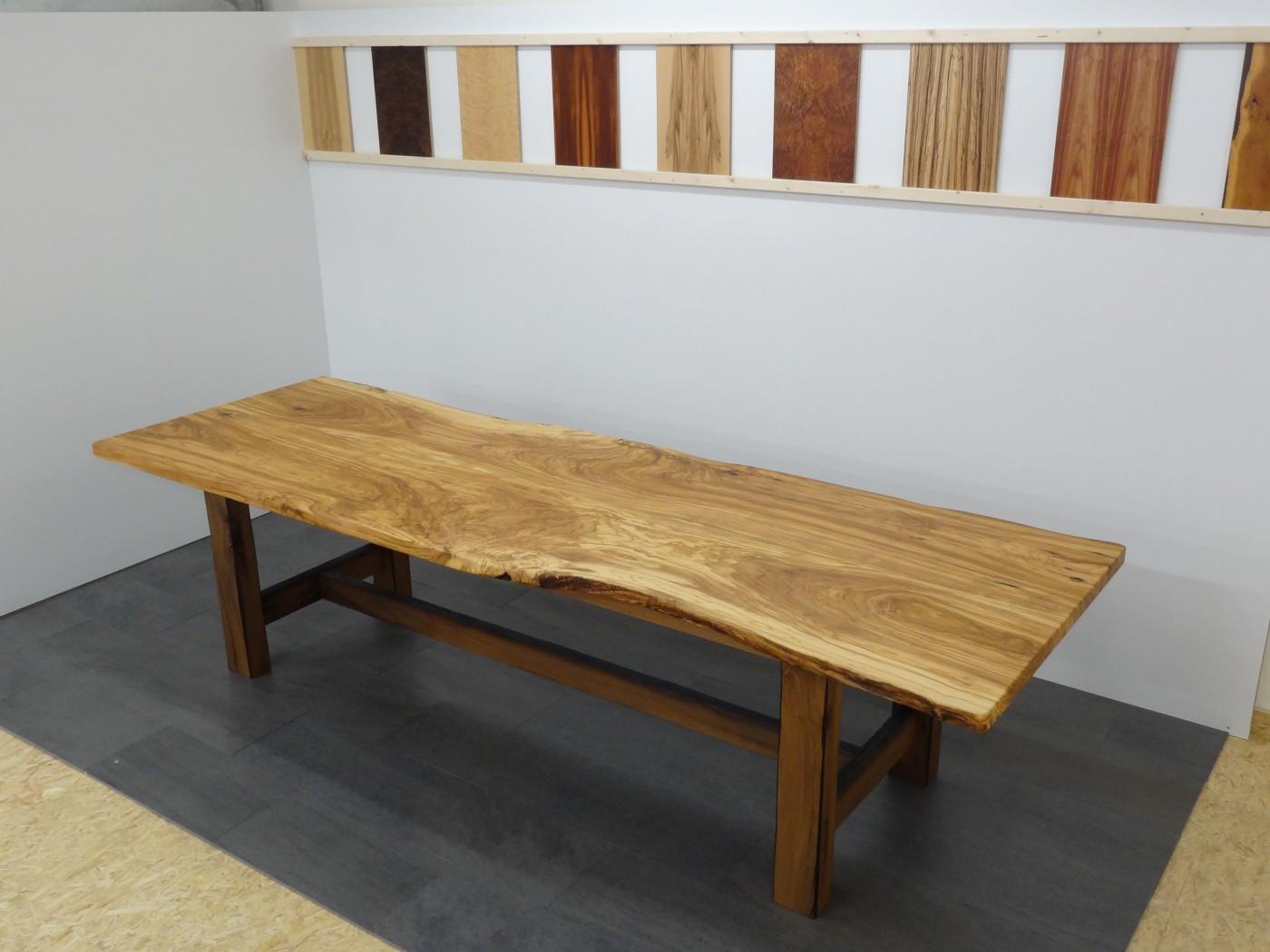 tisch unikat aus olivenholz. Black Bedroom Furniture Sets. Home Design Ideas