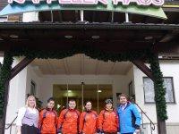 Das Armenische Langlaufteam vor ihrer Unterkunft in Oberstdorf