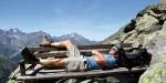 Komfortwanderungen - Entspannung auf einer Holzbank