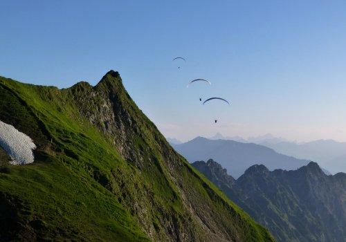 Gleitschirme am Nebelhorn