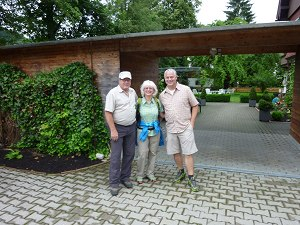 Abmarsch zum Erlebniswandertag mit Helmut Frehner