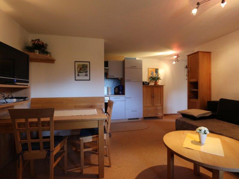 Wohnraum-Eßplatz-Küchenzeile