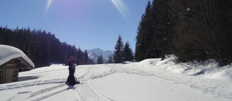 Auf Skitour an einem herrlichen Wintertag