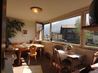Unser Frühstückraum mit Panoramafenster