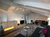 Wohnzimmer mit Westbalkon