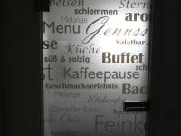 Tür zur Küche lädt ein......