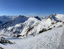 Blick von der Gipfelstation an der Henne in Richtung Wildseeloder - die Skiroute ist schon gut sichtbar