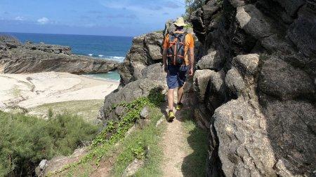 Wandern entlang der einsamen Buchten