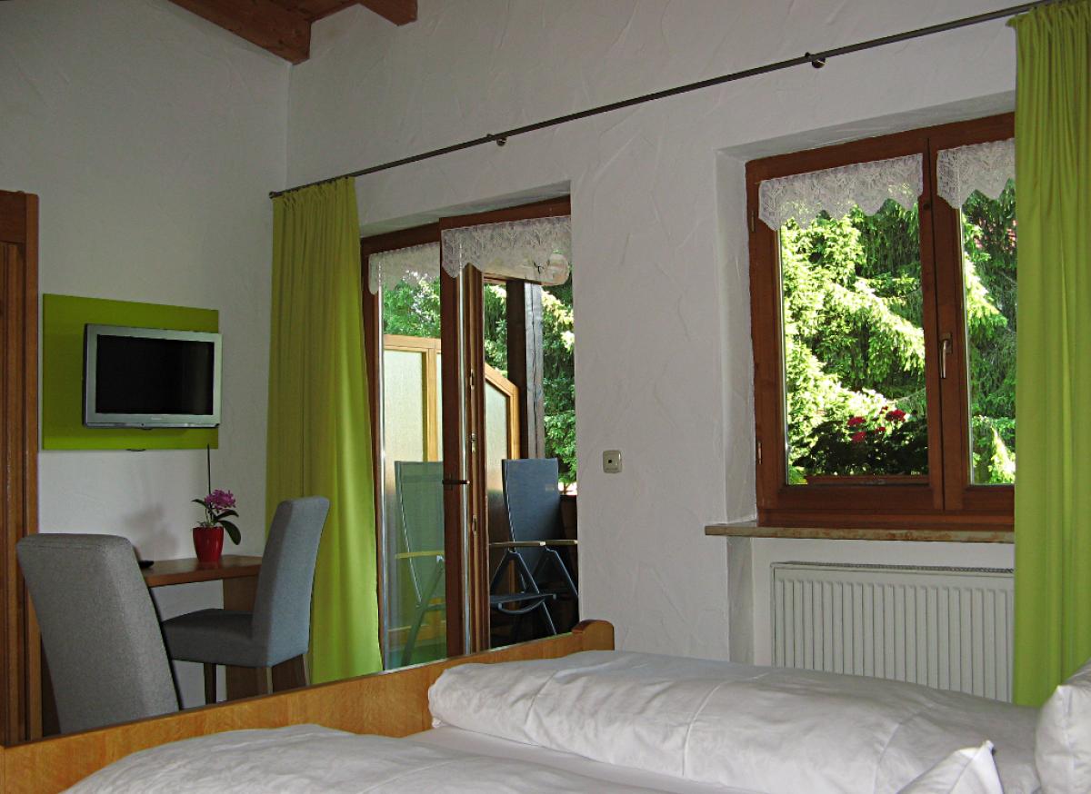 Zimmerbeispiel Alma 47 Doppelzimmer (Balkon)