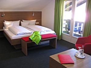 Zimmerbeispiel Alma 15 Doppelzimmer (Giebel Balkon)