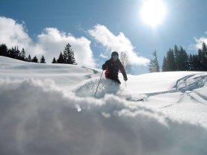Skifahren Tiefschnee um