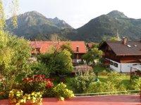 Blick vom Südbalkon auf die Berge