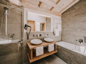 Badezimmer Spa Suite Nebelhorn