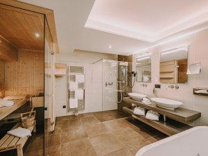 Badezimmer mit Sauna Spa Suite Widderstein