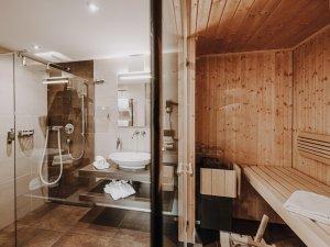 Badezimmer mit Sauna Spa Suite Söllereck