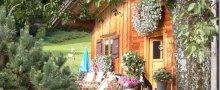 Holzhaus mit Gonja