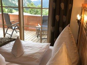 Schlafzimmer mit Panoramabalkon