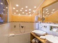 Zimmerbeispiel Suite Badezimmer
