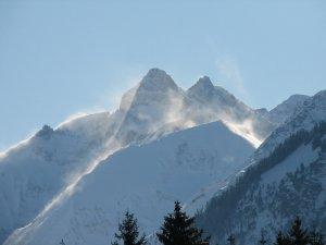 Die Trettach mit Schneefahnen