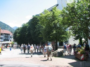 Wandergruppe am Marktplatz