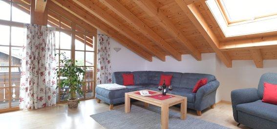 Wohnzimmer mit Balkon 2