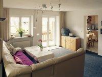 OG Wohnung: sonniges und geräumiges Wohnzimmer