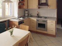 OG Wohnung: Wohnküche mit Sitzecke und Spülmaschine