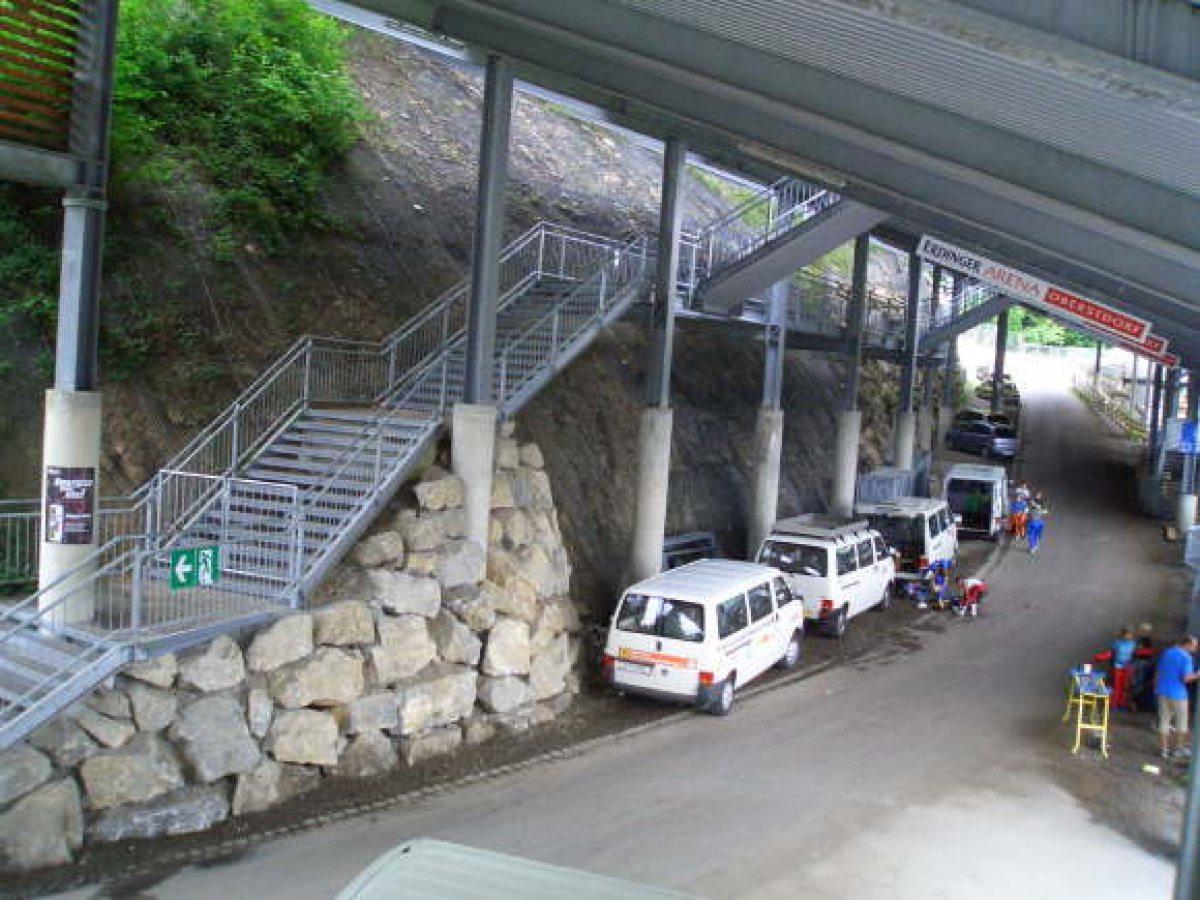 Tribüne Untersicht mit Treppe