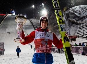Stefan Kraft aus Österreich gewinnt der Auftakt der Vierschanzentournee