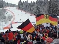 Begeisterte Zuschauer im Skistadion Ofterschwang