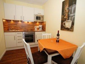 Hotelzimmer mit Küchenzeile: Inselhotel Arfsten