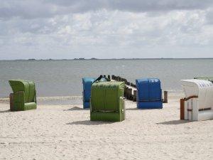 Urlaub auf Föhr: Strandkörbe an der Nordsee