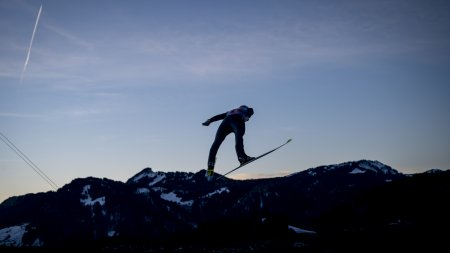 Skispringen in den Oberstdorfer Abend