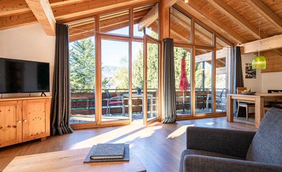 Offener hoher Dachstuhl in der Wohnung Gipfel