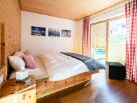 Schlafzimmer im Erdgeschoss im Haus Auszeit im Grünen