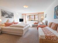 Schlafzimmer 2 mit Doppelbett 180x210 und Einzelbett 90x200