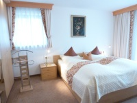 Schlafzimmer 1 mit 2,10 m Betten in Komoforthöhe