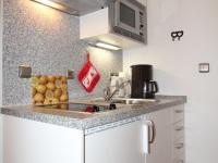 neue Küchenzeile mit Mikro