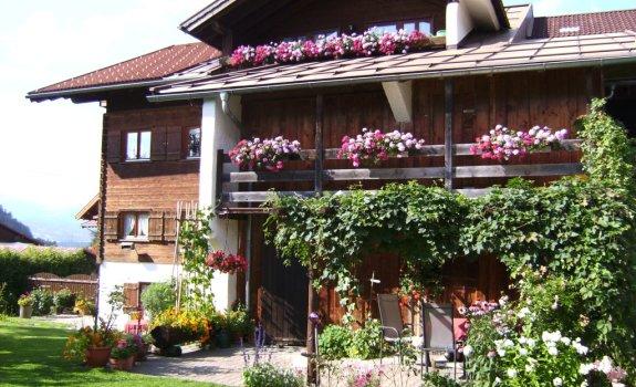 Blick zur Ferienwohnung Beim Seffar mit Balkon
