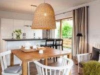 Rosenresli Wohnzimmer mit offener Küche