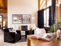 Wohnung Schneeweißchen, Wohnraum mit Balkon