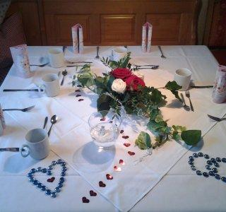 Kaffeetafel für eine Hochzeitsfeier