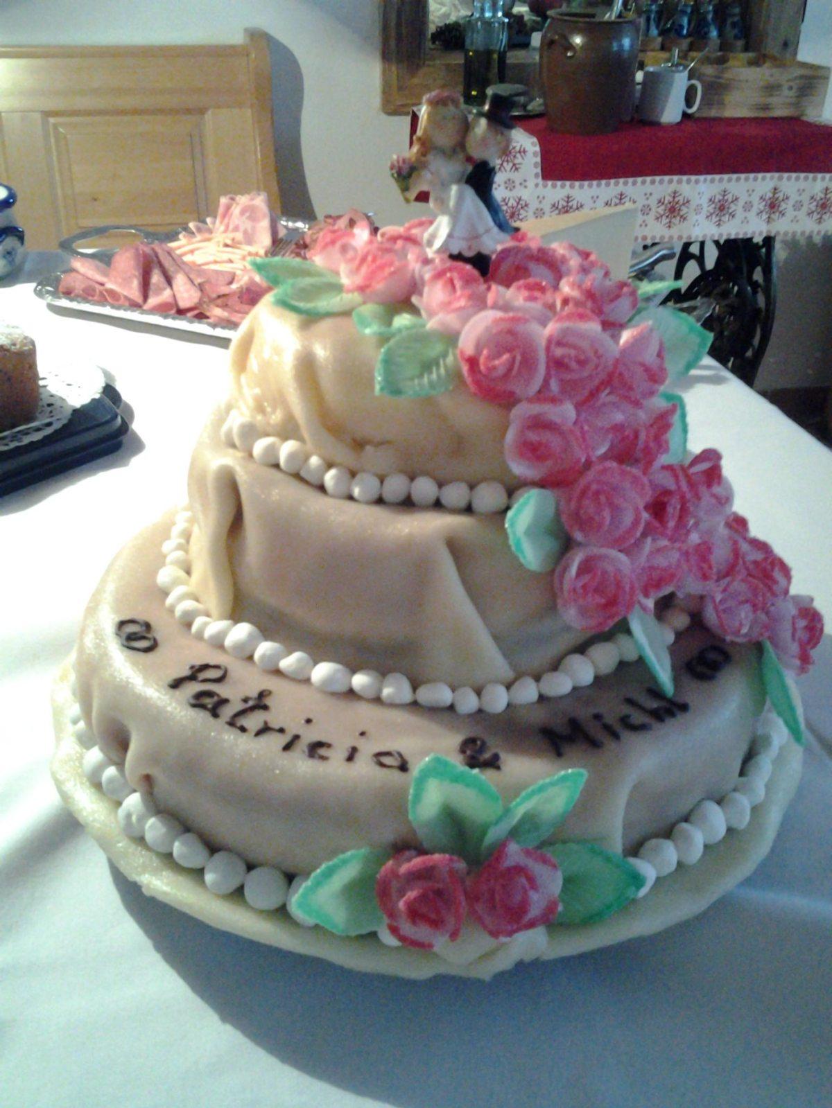 hausgemachte Hochzeitstorte