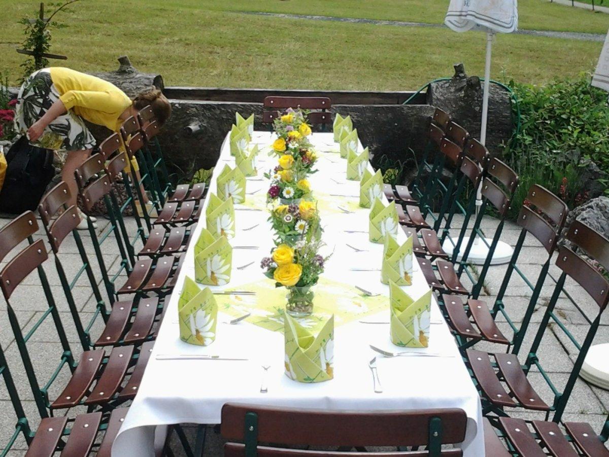 Gedeckter Tisch eine Geburtstagsfeier