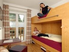 5 neue, modern eingerichtete Eizel- bzw. Doppelzimmer für Lehrer oder Gruppenleiter