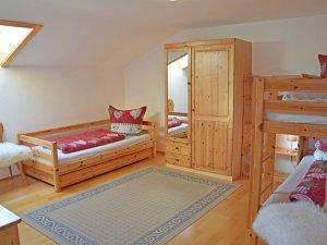Bis zu vier Betten sind möglich im zweiten Schlafzimmer