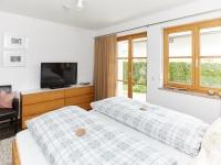 Schlafzimmer 2 mit TV