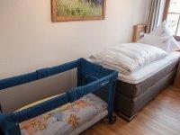 Zustellbabybett im Kinderzimmer möglich