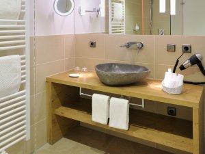 Badezimmer im Doppelzimmer Himmeleck im Heuwirt des Berwanger Hof - 4 Sterne Hotel im Allgäu